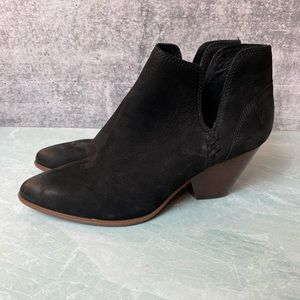 NWOT Frye Reina Cut Out Bootie in black size 9.5